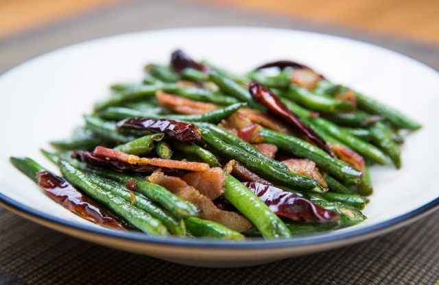 Long beans (长豆角, zhǎng dòujiǎo), with chiles and bacon