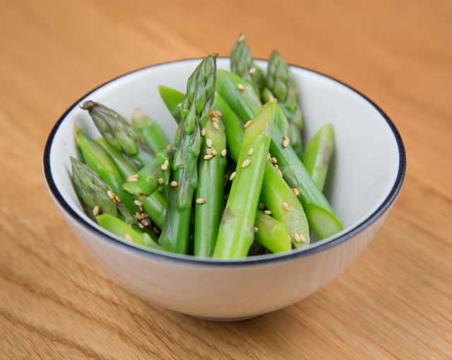 Fresh asparagus with ponzu sauce