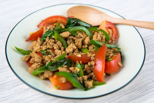Ground chicken with basil and tomatoes